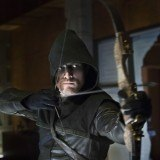 "Stephen Amell interpreta a Oliver Queen en ""Arrow"""
