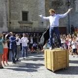"""El mago Yunke en una actuaci�n durante la presentaci�n de """"Por arte de Magia"""""""
