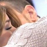 Oriana y Tony se funden en un amoroso abrazo en Mujeres y Hombres y Viceversa