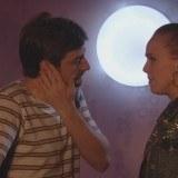 """César duda si debe contarle a Juanjo que ha visto a Trini y a Carlos besándose en """"Vive cantando"""""""
