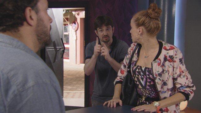 """Juanjo es incapaz de perdonar la infidelidad de Trini en """"Vive cantando"""""""