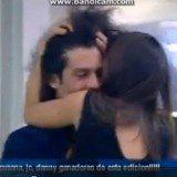 Kristian le roba un beso a Sonia en Gran Hermano 14
