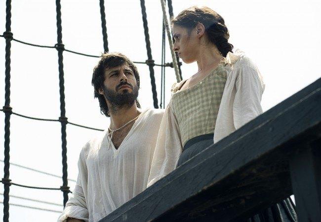 Do�a Menc�a encuentra un gran apoyo en el capit�n Salazar