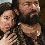 Sara y Abraham en la serie La Biblia