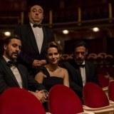"""Hugo Silva (Pacino), Aura Garrido (Amelia) y Nacho Fresneda (Alonso) junto a José Ángel Egido (Hitchcock) en """"El Ministerio del Tiempo"""""""