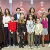 """Eva González, Macarena Rey, Toñi Prieto, el jurado de """"MasterChef Junior"""" y cuatro de los niños participantes en la presentación de la 4ª edición"""