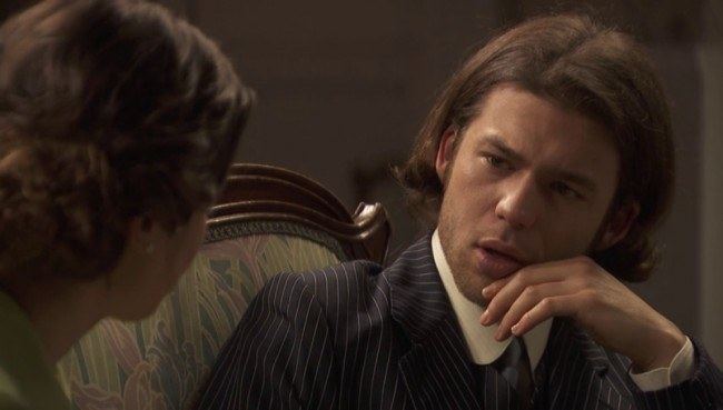 """Ismael disimula la incomodidad que le produce la felicidad de Beatriz por la llegada del bebé, en """"El secreto de Puente Viejo"""""""