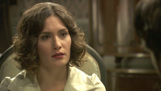 """Camila confiesa a Hernando que el hijo que espera puede ser de Néstor, en """"El secreto de Puente Viejo"""""""