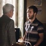 """Antonio pide ayuda a Carlos para seleccionar a alguien que se responsabilice de la bodega, en """"Cuéntame cómo pasó"""""""
