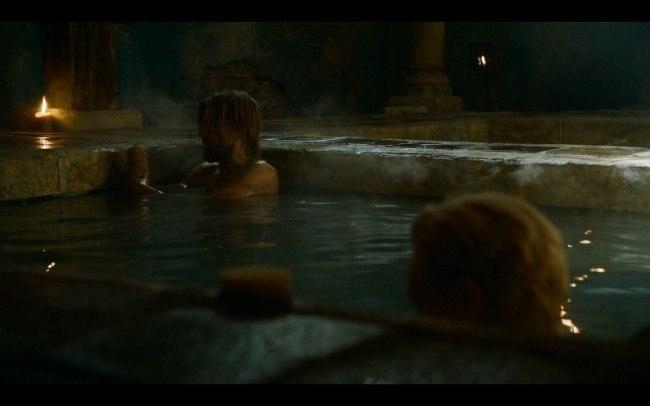 Jaime Lannister y Brienne de Tarth se ba�an juntos en Harrenhal