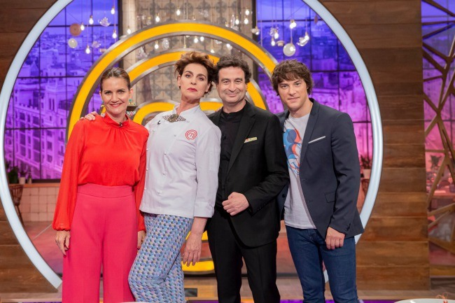 Antonia Dell´Atte junto a los jueces de MasterChef Celebrity