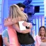 Noel y Zaida se abrazan en Mujeres y Hombres y Viceversa