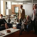 Joan Holloway, Jim Cutler, Bert Cooper y Roger Sterling deciden despedir a Don Draper